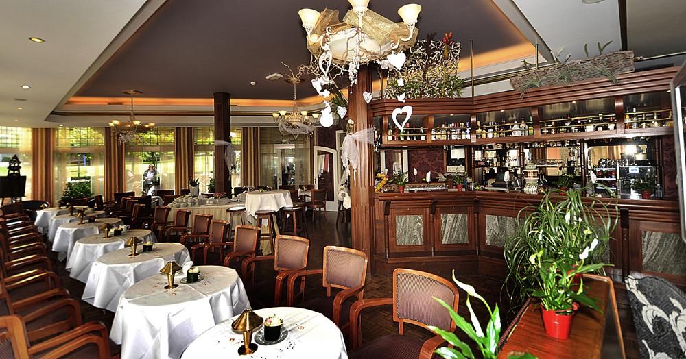 Grand hotel monopole restaurant en zalen - Feestelijke bar ...